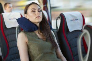 Nemokama pripučiama pagalvėlė kiekvienam VIP keleiviui. Kelione galėsite mėgautis dar labiau