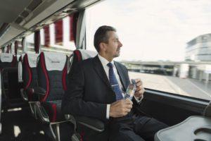 Nemokamas vandens buteliukas kiekvienam autobuso keleiviui