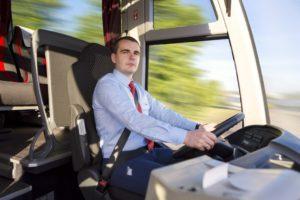 Jautājumu gadījumā vienmēr vērsieties pie mūsu izpalīdzīgajiem un pieklājīgajiem autobusa vadītājiem.
