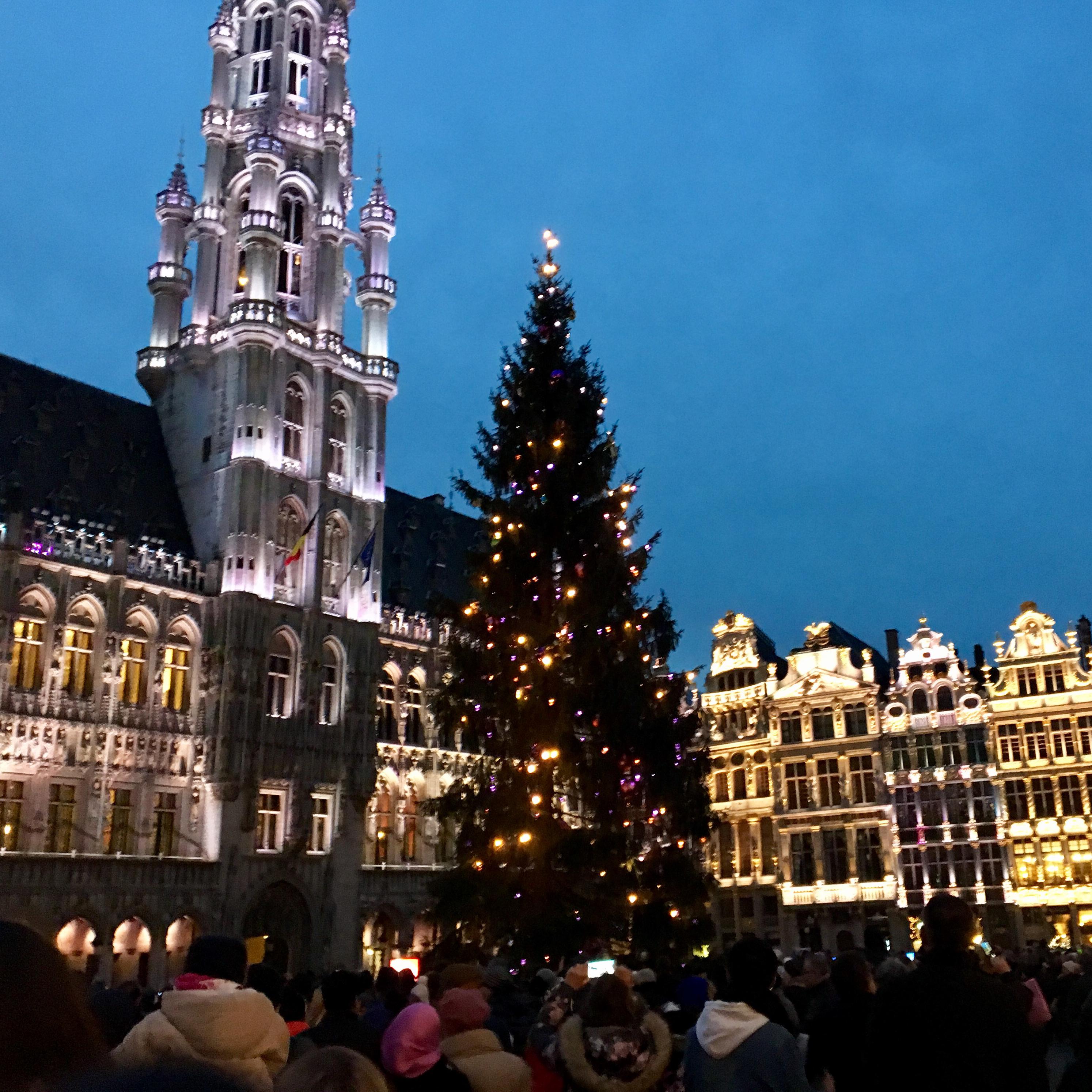 Kalėdinis šurmulys vaflių ir skrudintų bulvyčių sostinėje Briuselyje